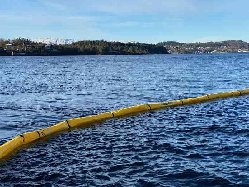 Barrera contención hidrocarburos