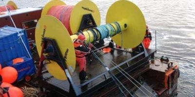 Hidraulic reels for containment booms