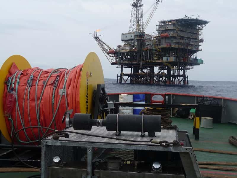 Hydraulic boom reel