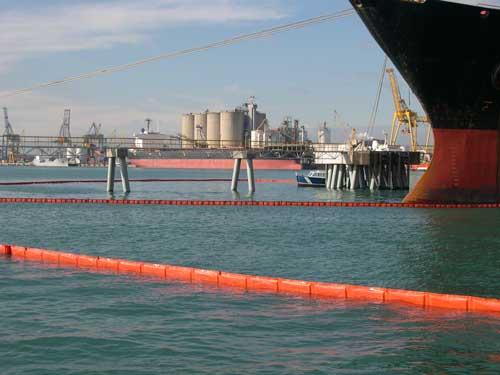 Barreras de contención con flotadores planos