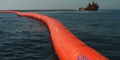 Self-inflatable offshore booms