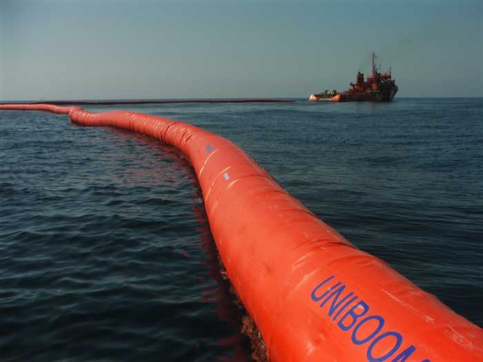 Self-inflatbale offshore booms