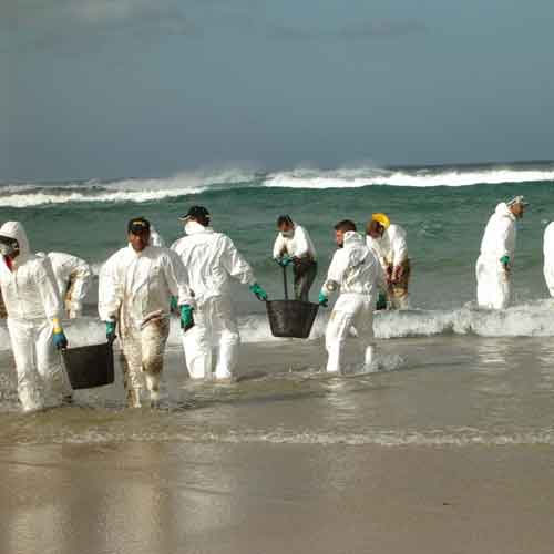 Oil spill clean-up on beaches and coasts